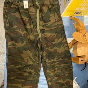 BNWT Camouflage Pant Galaxy Large